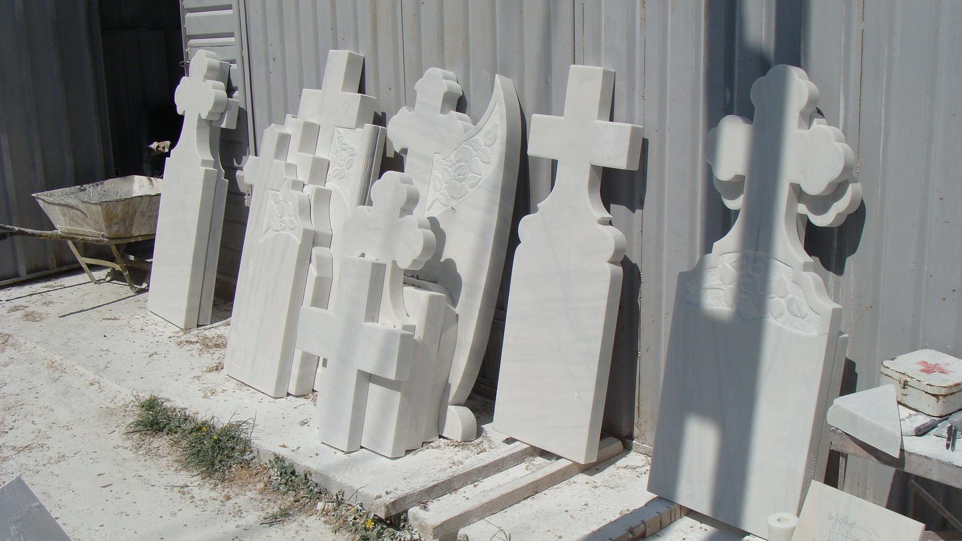 Monumente funerare marmura