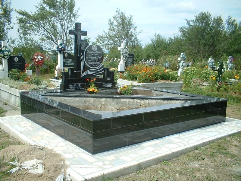 Monumente funerare granit